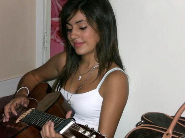 Mia Rose singer