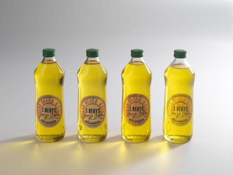 Bottiglie d'olio F.I.U. 1984, Edizioni Lucrezia De Domizio, Pescara